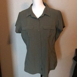Columbia short sleeve Omni shade button down